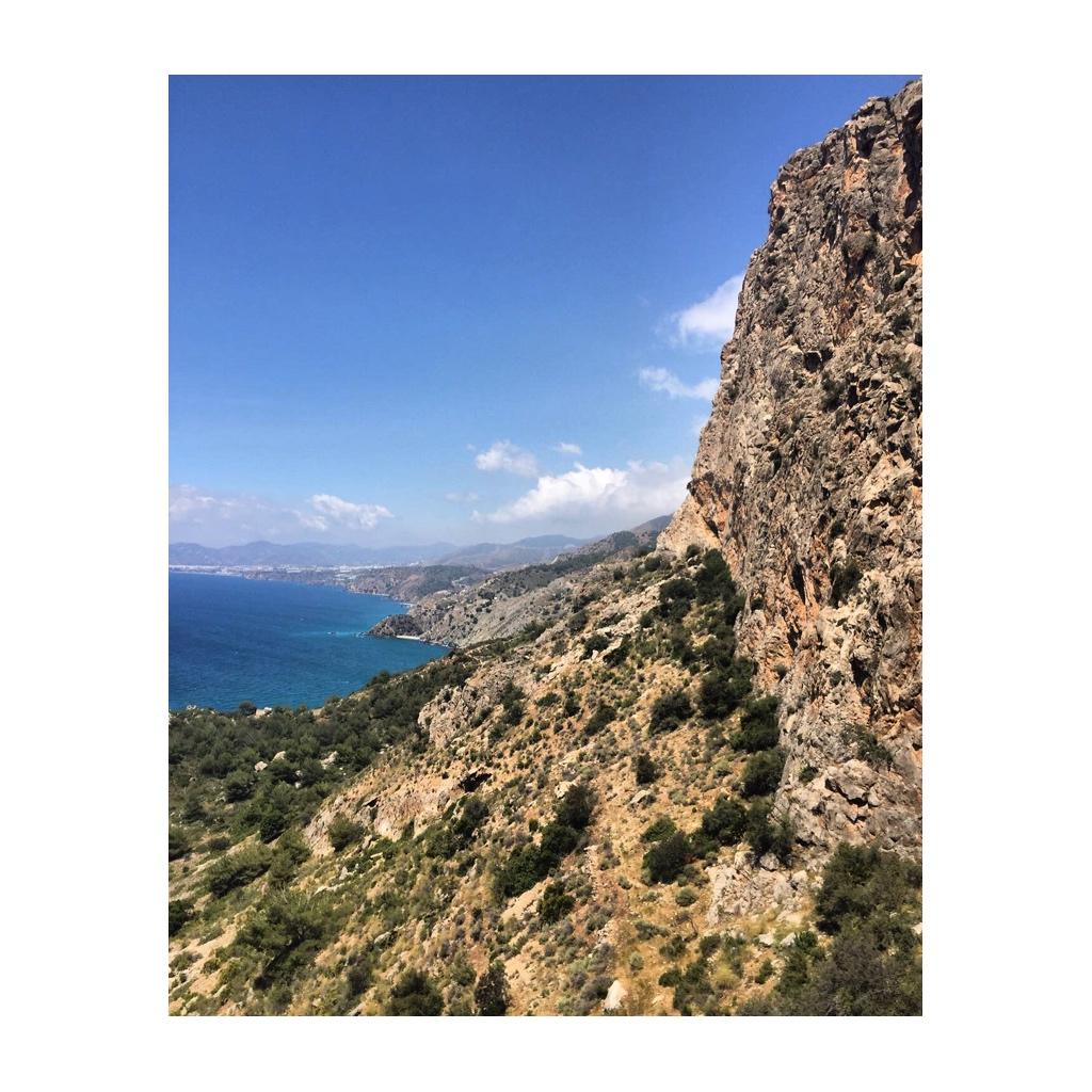senderismo-acantilado-maro-nerja