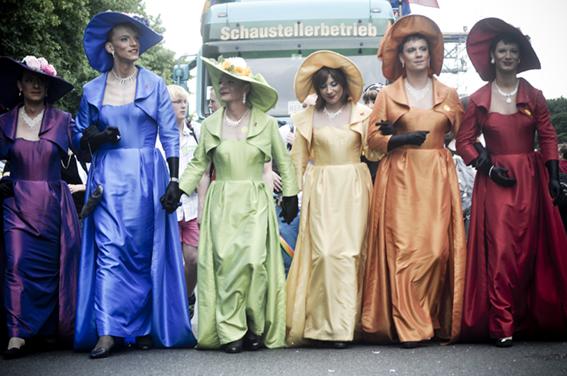 Gay parade_ Boda Real de Victoria de Sueciaweb